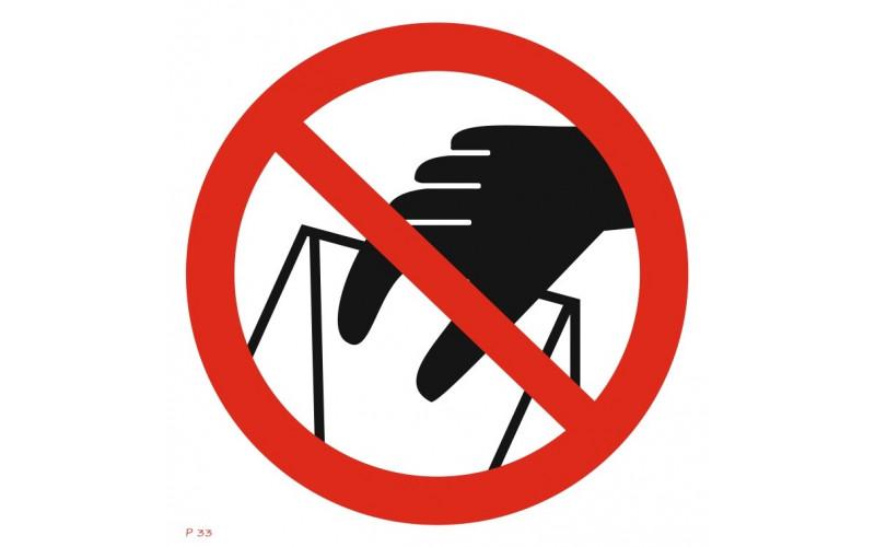 P 33  Запрещается брать руками. Сыпучая масса (непрочная упаковка)
