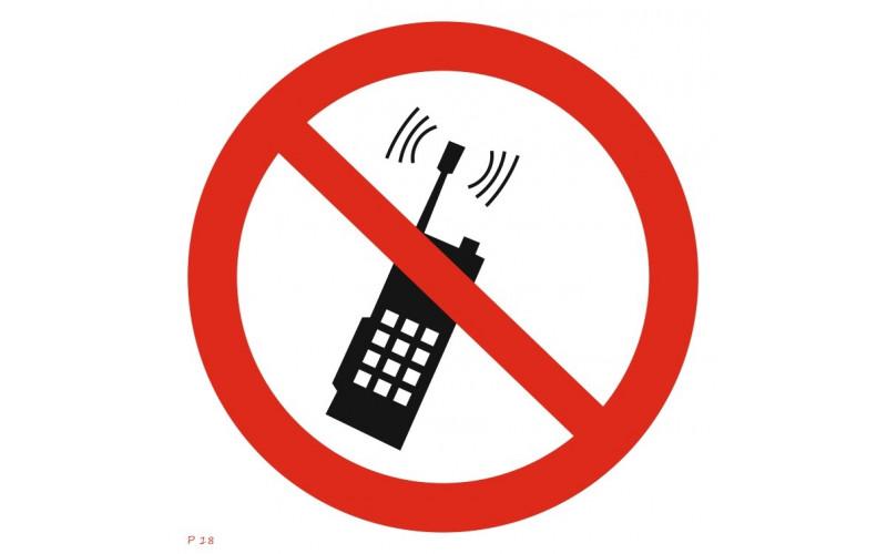P 18  Запрещается пользоваться мобильным (сотовым) телефоном или переносной рацией
